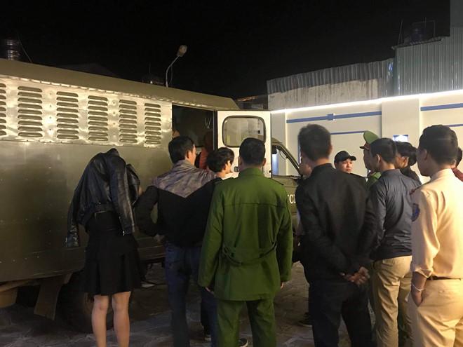 Gia Lai: Đột kích quán karaoke lúc nửa đêm, phát hiện 7 nam thanh niên dương tính với ma túy - Ảnh 2