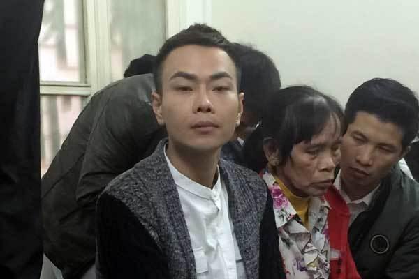 Mẹ nữ sinh ôm di ảnh gào khóc, Châu Việt Cường ngoái cổ tìm người thân - Ảnh 5