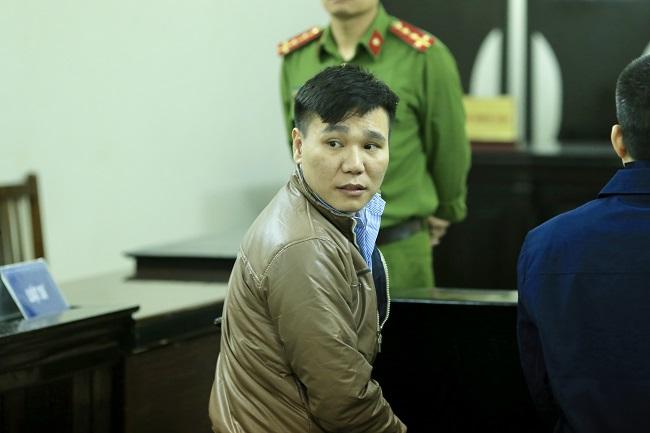Mẹ nữ sinh ôm di ảnh gào khóc, Châu Việt Cường ngoái cổ tìm người thân - Ảnh 3