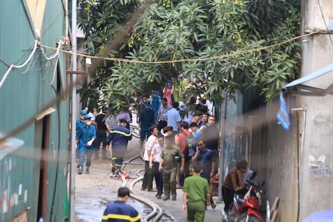 Vụ cháy 8 người chết và mất tích ở Hà Nội: 6 thi thể nạn nhân đã được đưa ra ngoài - Ảnh 1