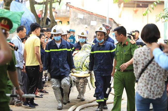 Vụ cháy 8 người chết và mất tích ở Hà Nội: 6 thi thể nạn nhân đã được đưa ra ngoài - Ảnh 5