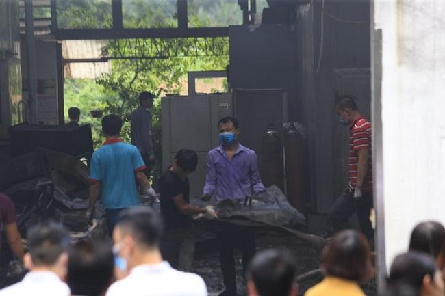 Vụ cháy 8 người chết và mất tích ở Hà Nội: 6 thi thể nạn nhân đã được đưa ra ngoài - Ảnh 4