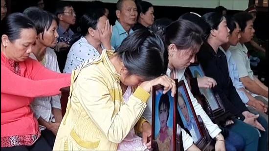 Bị tuyên án tử, kẻ sát hại 3 người xin hát bài Éo le cuộc tình (?!) - Ảnh 2