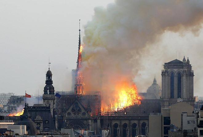 Vụ cháy Nhà thờ Đức Bà Paris: Nhiều nguyên thủ quốc gia bàng hoàng, tiếc nuối - Ảnh 1