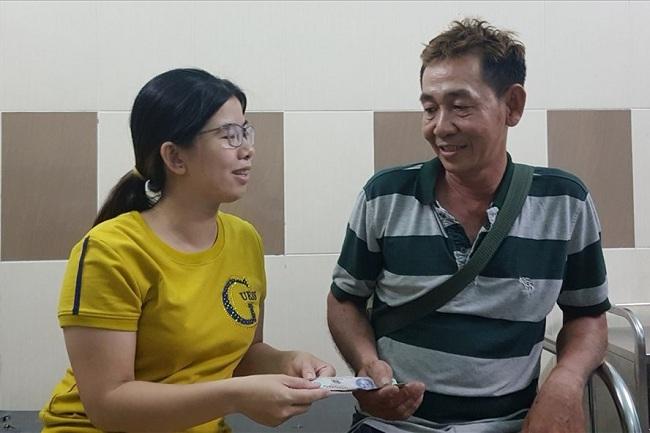Vụ bà bầu 18 tuổi bị giam, tra tấn đến sẩy thai: Hàng xóm quyên góp giúp nạn nhân trả tiền viện phí - Ảnh 1