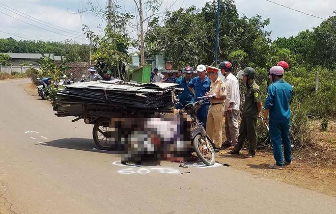 Tin tai nạn giao thông mới nhất ngày 17/4/2019: Xe máy va chạm xe CSGT đi tuần, một người tử vong - Ảnh 2