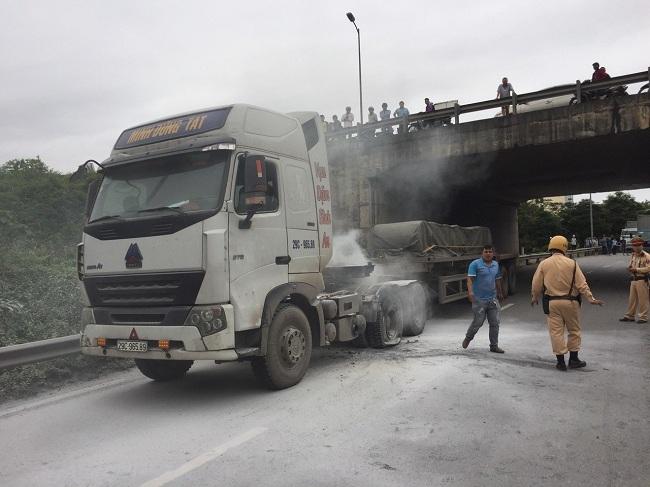 Tin tai nạn giao thông mới nhất ngày 18/4/2019: Người tâm thần lái ô tô tông CSGT tử vong - Ảnh 2