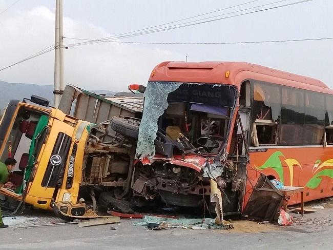 Tin tai nạn giao thông mới nhất ngày 18/4/2019: Người tâm thần lái ô tô tông CSGT tử vong - Ảnh 3