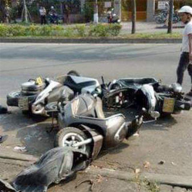 Tin tai nạn giao thông mới nhất ngày 19/4/2019: Dừng mua nước mía, 3 phụ nữ bị ô tô tông nhập viện - Ảnh 1