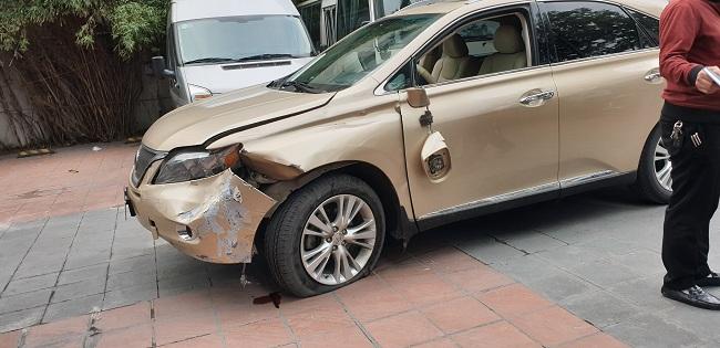 Tin tai nạn giao thông mới nhất ngày 3/4/2019: Tàu hỏa tông văng ô tô, 3 người bị thương - Ảnh 1