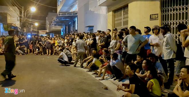 Hàng trăm cảnh sát đột kích trong đêm, bắt hơn 70 người Trung Quốc nghi phạm tội công nghệ cao - Ảnh 2