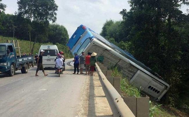 Tin tai nạn giao thông mới nhất ngày 28/4/2019: Xe container gây tai nạn liên hoàn ở Hà Tĩnh - Ảnh 3