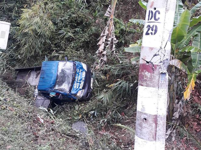 Tin tai nạn giao thông mới nhất ngày 4/4/2019: Nữ sinh tử vong thương tâm dưới gầm xe chở đá - Ảnh 1