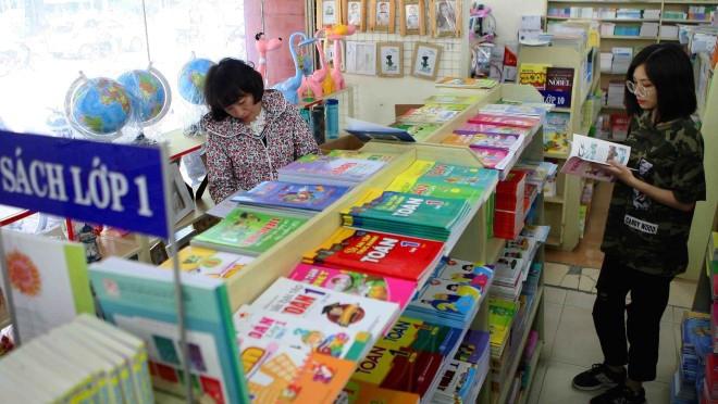 Tăng giá sách giáo khoa năm học 2019 – 2020: Nhà xuất bản Giáo dục Việt Nam lý giải nguyên nhân - Ảnh 2