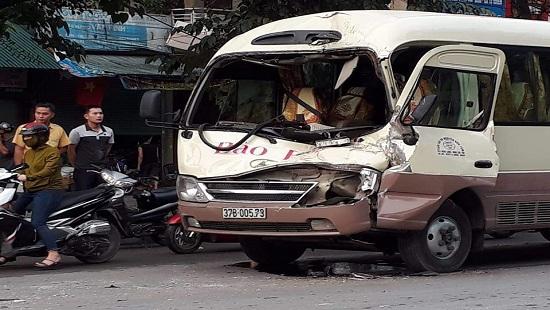 Tin tai nạn giao thông mới nhất ngày 5/4/2019: Bé trai 10 tuổi tử vong thương tâm dưới bánh xe tải - Ảnh 3