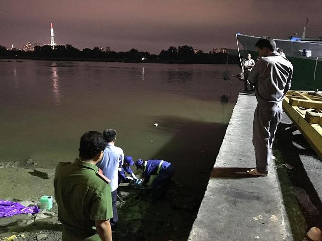 TP.HCM: Bàng hoàng phát hiện thi thể nam thanh niên trôi trên sông Sài Gòn - Ảnh 1