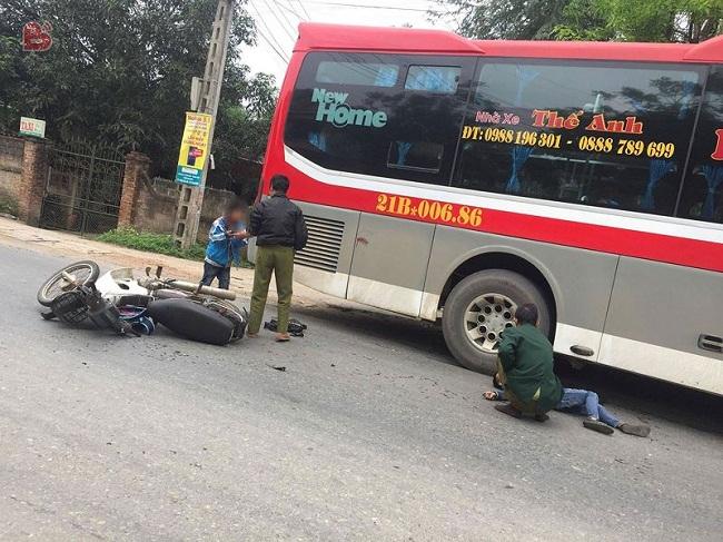 Tin tai nạn giao thông mới nhất ngày 6/4/2019: Ô tô khách tông xe máy, 3 ông cháu thương vong - Ảnh 2