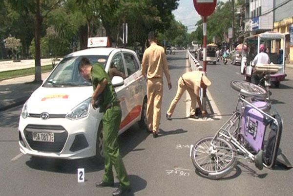Tin tai nạn giao thông mới nhất ngày 6/4/2019: Ô tô khách tông xe máy, 3 ông cháu thương vong - Ảnh 3