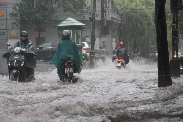 Dự báo thời tiết ngày 1/5/2019: Hà Nội mưa lớn, nhiệt độ giảm mạnh - Ảnh 1