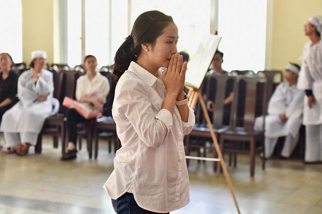 Sao Việt khóc nức nở trong đám tang cố nghệ sĩ Lê Bình - Ảnh 5
