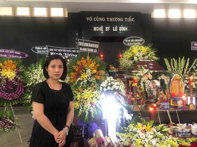 Sao Việt khóc nức nở trong đám tang cố nghệ sĩ Lê Bình - Ảnh 7