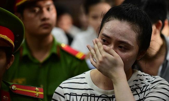 """Nước mắt và nụ cười của """"trùm"""" ma túy Văn Kính Dương cùng các đồng phạm trong 3 ngày xét xử - Ảnh 9"""