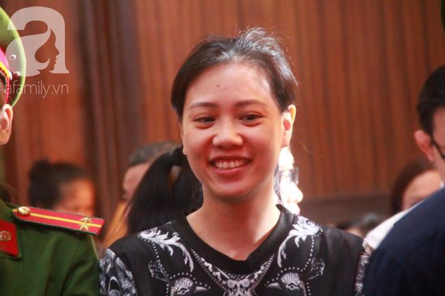 """Nước mắt và nụ cười của """"trùm"""" ma túy Văn Kính Dương cùng các đồng phạm trong 3 ngày xét xử - Ảnh 8"""