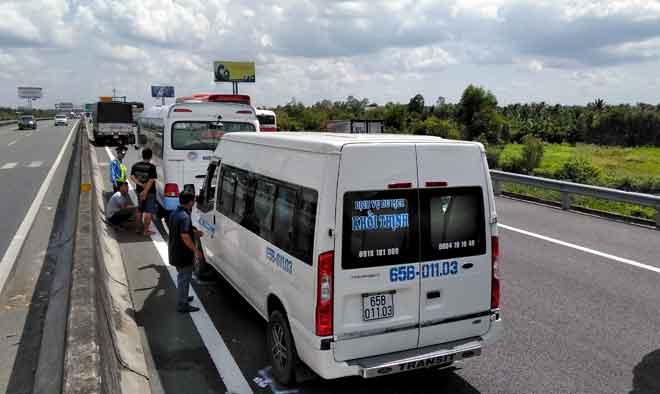 Tin tức tai nạn giao thông mới nóng nhất hôm nay 18/5/2019: Container đâm sập nhiều nhà dân bên đường - Ảnh 4