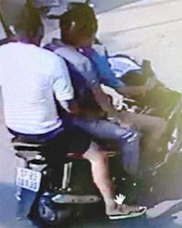 """Thái Bình: Điều tra vụ xe máy """"kẹp 3"""" tông người phụ nữ nguy kịch rồi bỏ trốn - Ảnh 2"""