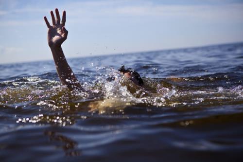 Thanh Hóa: Gia đình đau đớn phát hiện hai cô cháu chết đuối sau nhiều giờ tìm kiếm - Ảnh 1