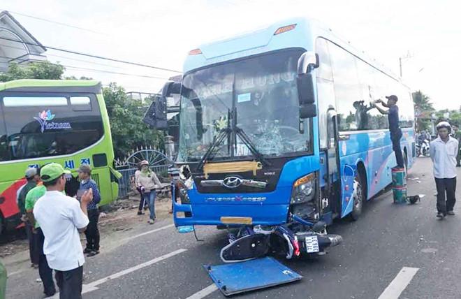 Tin tức tai nạn giao thông mới nóng nhất hôm nay 24/5/2019: Tự tông vào vỉa hè, nam sinh tử vong thương tâm - Ảnh 2