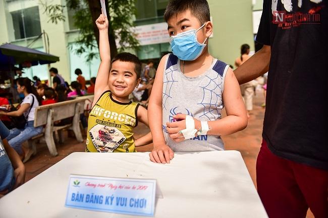 """Những hình ảnh xúc động trong chương trình """"Ngày hội của bé"""" tại Bệnh viện Nhi Trung ương - Ảnh 5"""