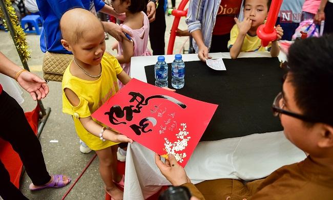 """Những hình ảnh xúc động trong chương trình """"Ngày hội của bé"""" tại Bệnh viện Nhi Trung ương - Ảnh 7"""