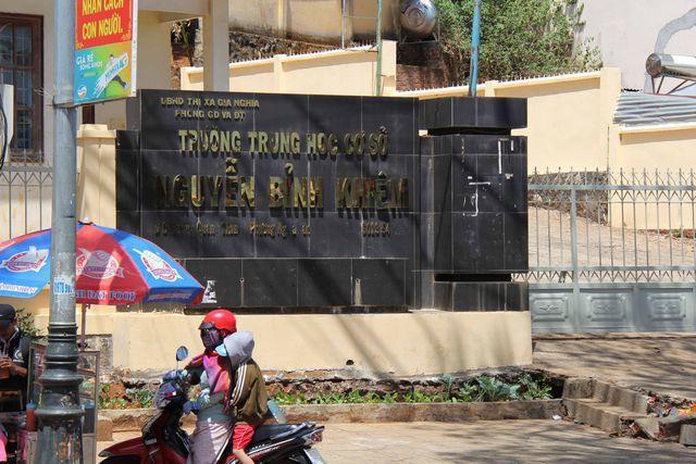 Đắk Nông: Nam sinh lớp 9 bị bạn chém nhập viện vì nợ 60.000 đồng - Ảnh 1