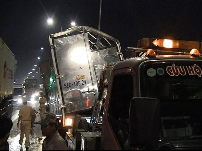 Tin tức tai nạn giao thông mới nhất hôm nay 31/5/2019: Va chạm xe đầu kéo, tài xế xe ôm tử vong - Ảnh 2