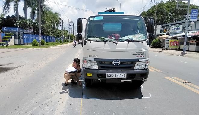 Tin tức tai nạn giao thông mới nhất hôm nay 1/6/2019: Container đâm liên hoàn, 4 người thương vong - Ảnh 3