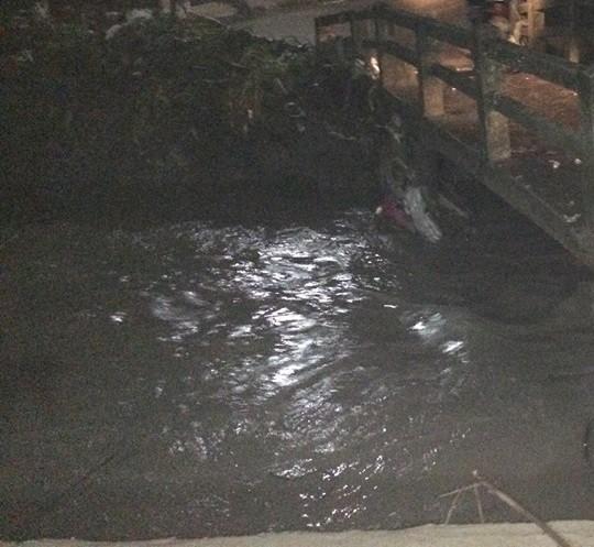 Đồng Nai: Tìm kiếm 2 người bị nước cuốn mất tích sau cơn mưa lớn - Ảnh 1