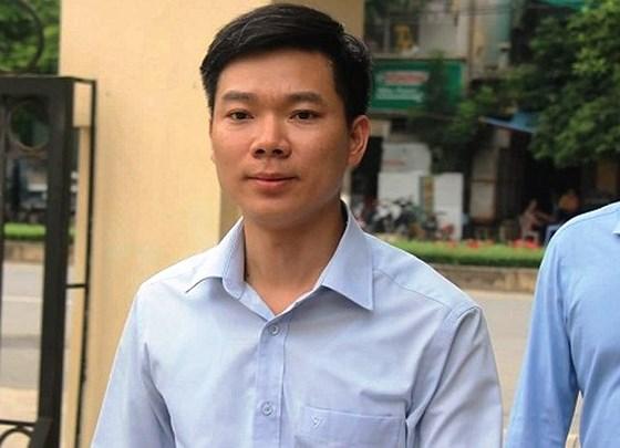 Xét xử vụ chạy thận 9 người chết ở Hòa Bình: Bác sỹ Hoàng Công Lương 3 lần thay đổi kháng cáo - Ảnh 1