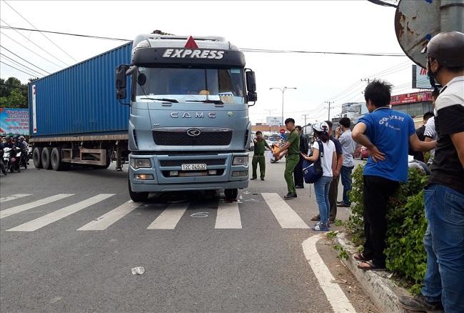 Tin tức tai nạn giao thông mới nhất hôm nay 16/6/2019: Xe tải bị tàu hỏa đâm, tài xế nguy kịch - Ảnh 2