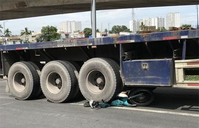 Tin tức tai nạn giao thông mới nhất hôm nay 19/6/2019: Phạt tài xế ô tô chở quá tải chống đối CSGT - Ảnh 2