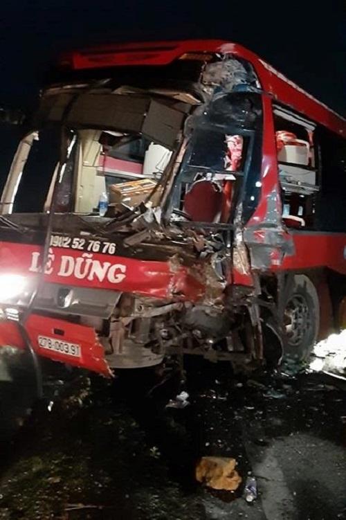 Tin tức tai nạn giao thông mới nhất hôm nay 19/6/2019: Phạt tài xế ô tô chở quá tải chống đối CSGT - Ảnh 4