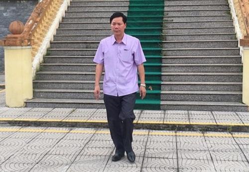 Vụ chạy thận 9 người chết ở Hòa Bình: Bị cáo Hoàng Công Lương chịu 30 tháng tù giam - Ảnh 2