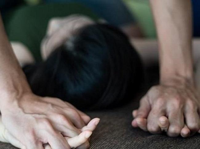 Vụ 3 nam thanh niên cùng hiếp dâm bé gái 13 tuổi: Bị can có thể đối mặt với mức án 20 năm tù - Ảnh 1
