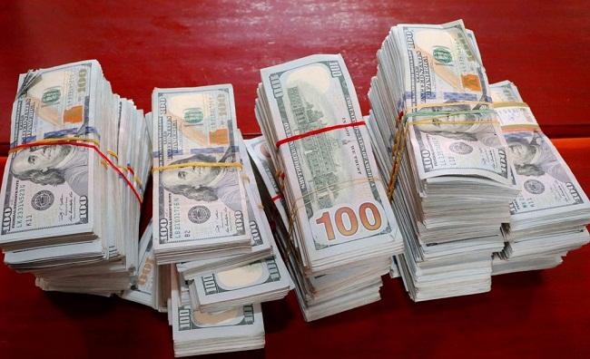 Phát hiện 47 cọc tiền đô la Mỹ được vẩn chuyển trái phép từ Campuchia về Việt Nam - Ảnh 1