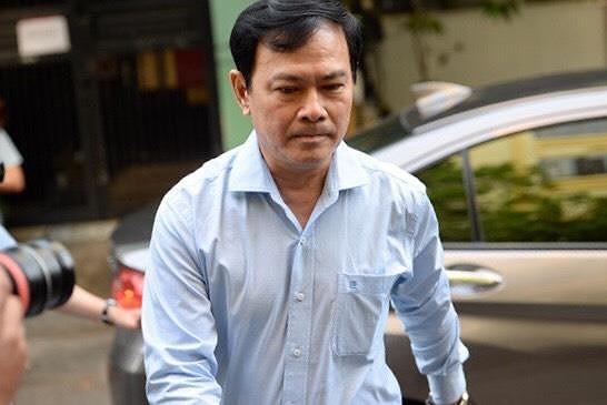 Sắc thái trái ngược của ông Nguyễn Hữu Linh và luật sư bào chữa khi đến phòng xử án - Ảnh 1