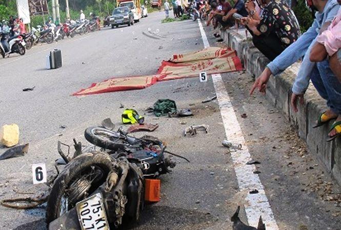 Tin tức tai nạn giao thông mới nhất hôm nay 1/7/2019: Vượt đường ray, 2 thanh niên bị tàu hỏa tông chết - Ảnh 3
