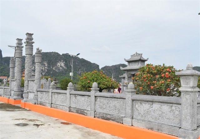 Ninh Bình: Bắt nhóm đối tượng đột nhập lăng mộ, trộm cây hoa trị giá 80 triệu đồng - Ảnh 2