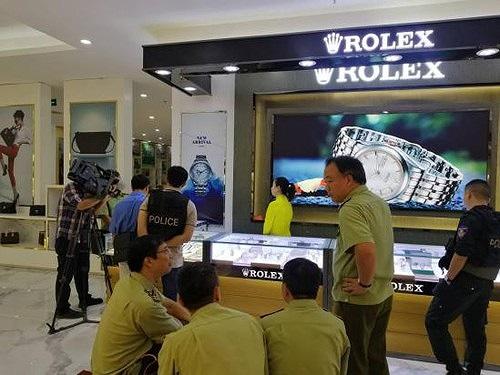 Công an kiểm tra trung tâm thương mại, thu hồi loạt sản phẩm không rõ nguồn gốc trị giá gần 100 tỷ đồng - Ảnh 2
