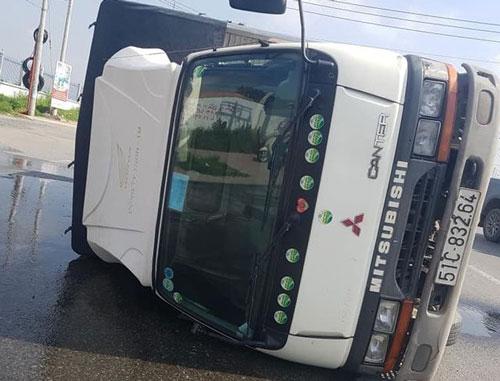Tin tức tai nạn giao thông mới nhất hôm nay 13/7/2019: Lật ô tô 7 chỗ, 6 người thương vong  - Ảnh 3