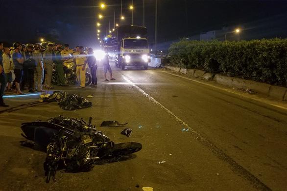 Tin tức tai nạn giao thông mới nhất hôm nay 15/7/2019: Nam thanh niên tử vong vì đâm vào container - Ảnh 1
